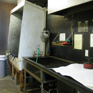 Screen washout booth